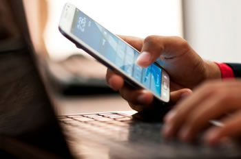 <img alt=&quot;Gen Y eLearning smartphone&quot;src=&quot;https://topyx.com/wp-content/uploads/2015/07/Gen-Y-elearning.jpg&quot;/>