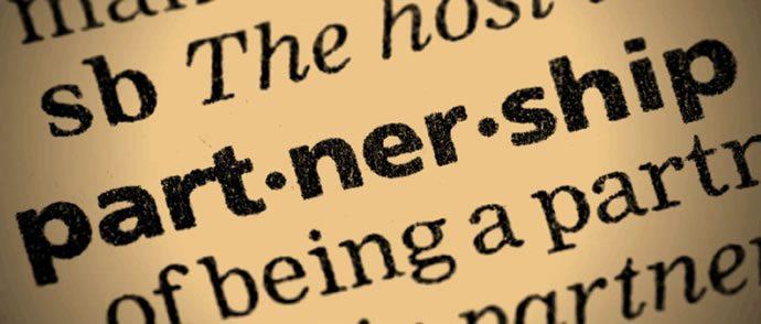 <img alt=&quot;eLearning Partnership&quot;src=&quot;https://topyx.com/wp-content/uploads/2016/01/partnership.jpg&quot;/>